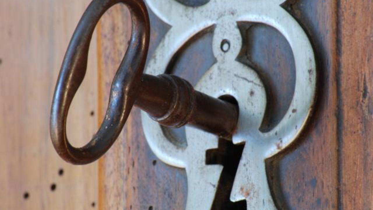 Comment ouvrir une vieille serrure sans clefs