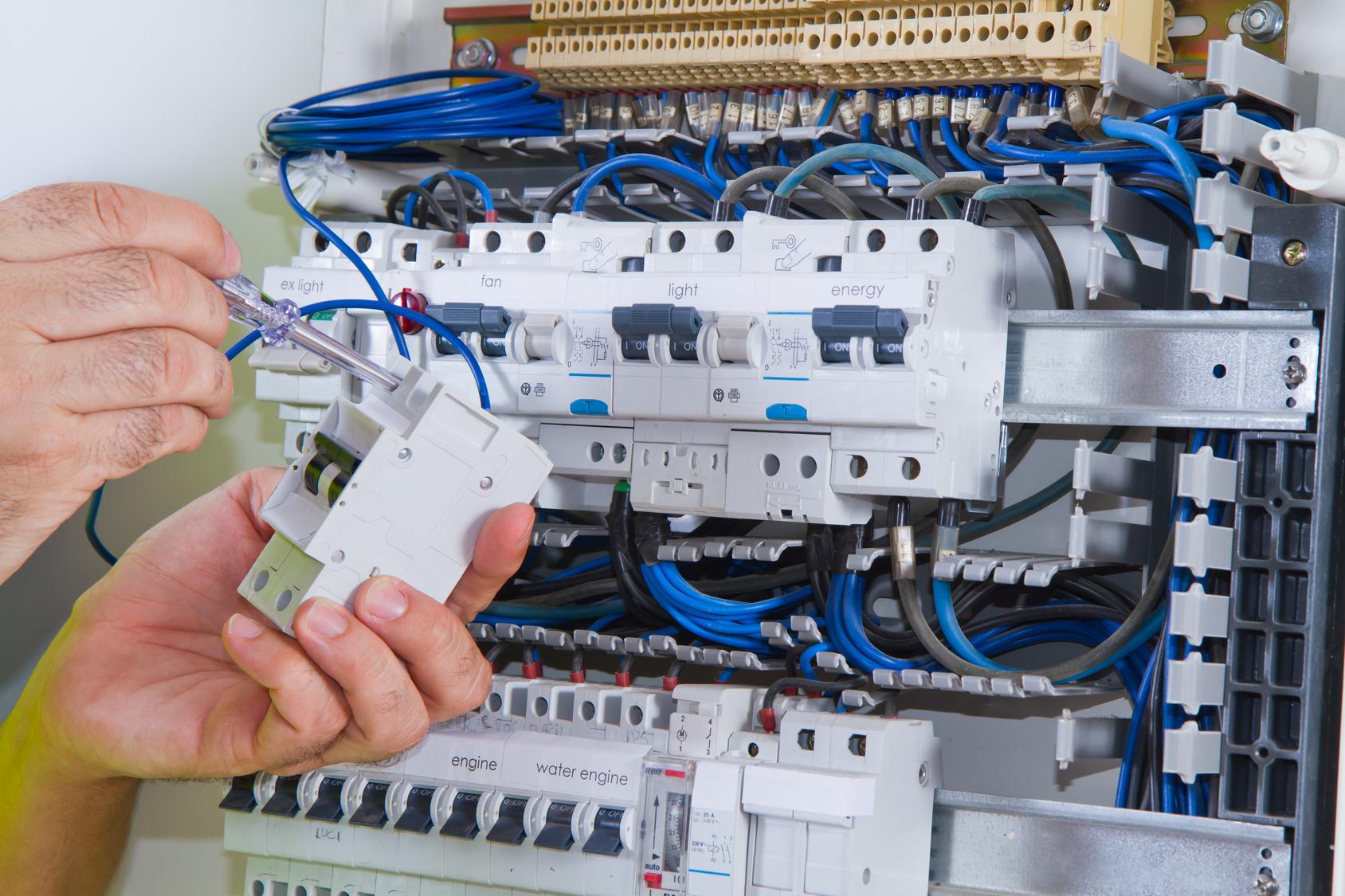 Panneau de commande électrique: réparer ou remplacer?
