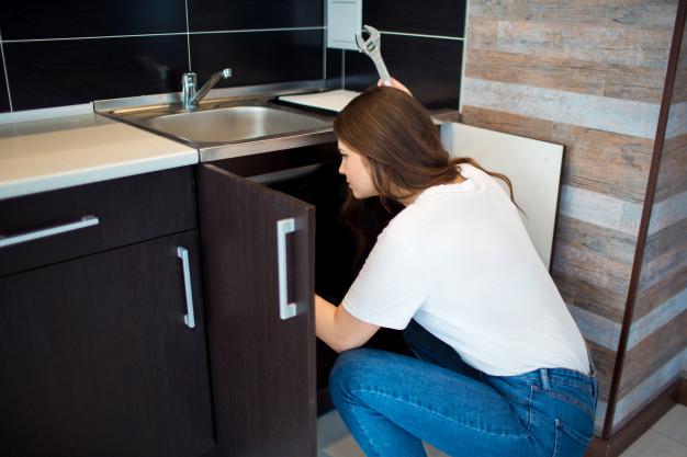 vidanger la fuite d'évier de cuisine