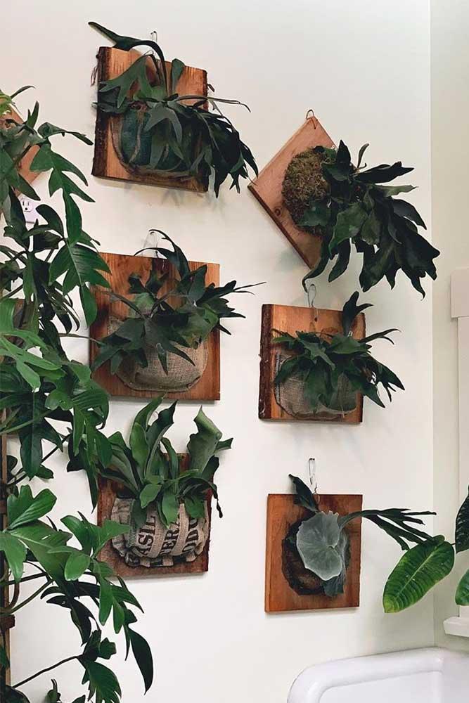 Conception de pot de plante en bois fixé au mur