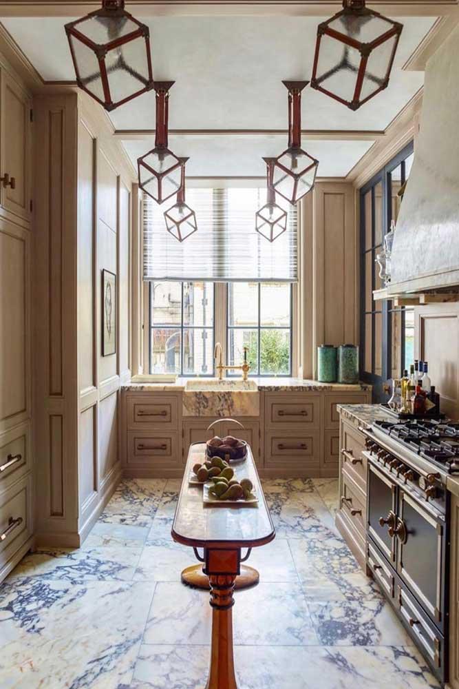 Cuisine élégante avec espace de rangement pour armoires