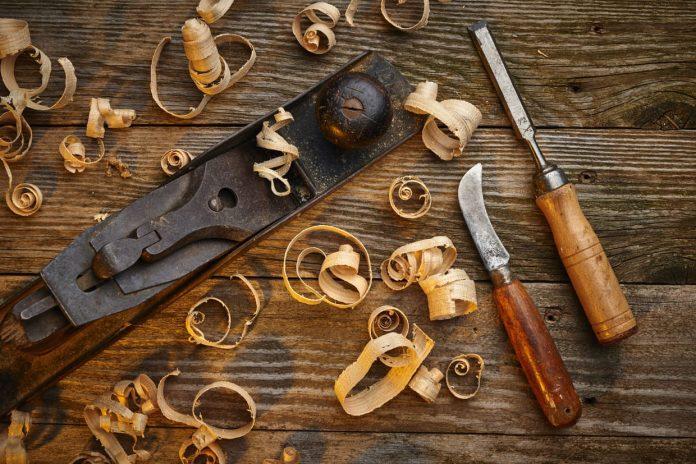 15 outils indispensables pour faire vos débuts en menuiserie