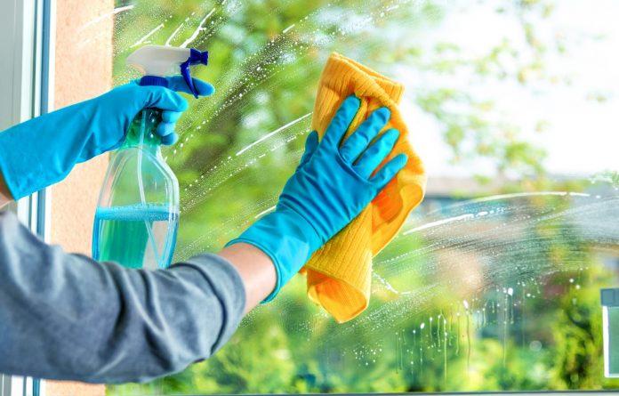 4 Meilleures conseils utiles pour un nettoyage des vitres sans traces