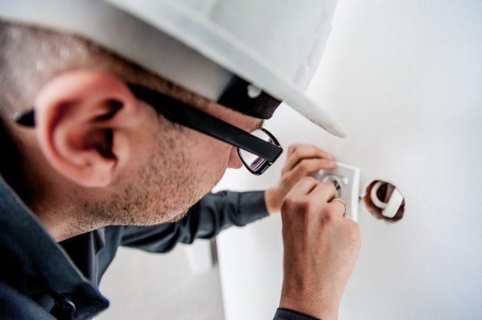 5 Signes que vous devez appeler un électricien
