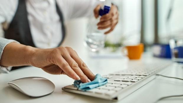 Comment nettoyer et protéger votre bureau pendant la pandémie