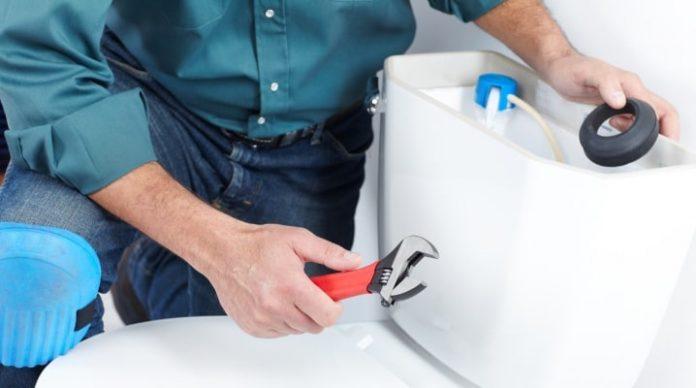 Comment réparer une toilette ou une citerne qui fuit?