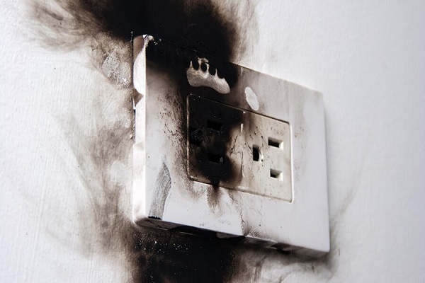 Prises électriques défectueuses