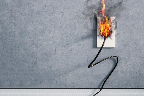 Conseils pour protéger votre famille contre les incendies électriques