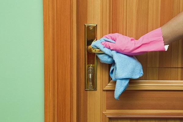 Nettoyez les surfaces les plus touchées