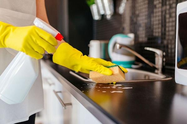 Utilisez des gants en caoutchouc